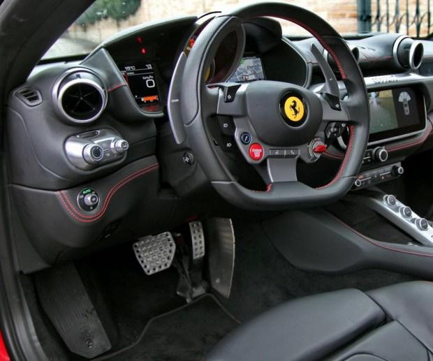 Motori360_Ferrari-Portofino-int