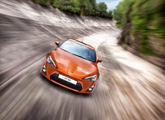 toyota-gt86-coupe-2