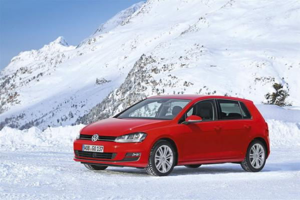 volkswagen-golf-car-of-the-year-2013-2