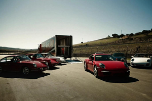 Welcoming the Porsche 991 with past 911s - Video