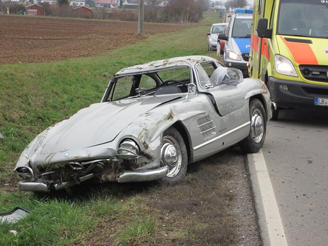Mercedes SL300 Gullwing Crash