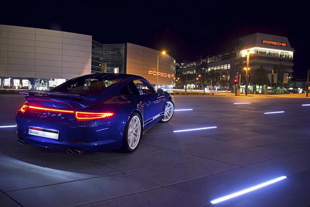 Porsche 911 Carrera 4S Facebook