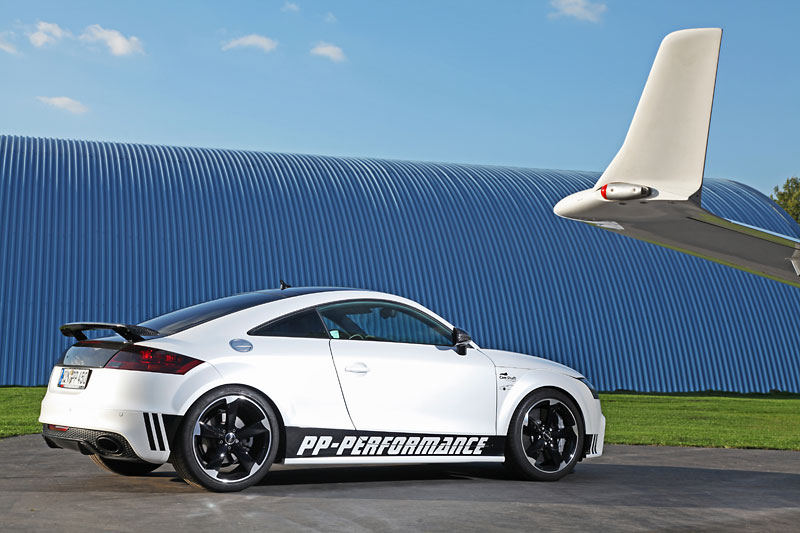 Audi TT RS Black and White Edition