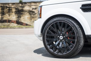 A Kahn Design Land Rover Discovery 3.0 TDV6 XS – RS300
