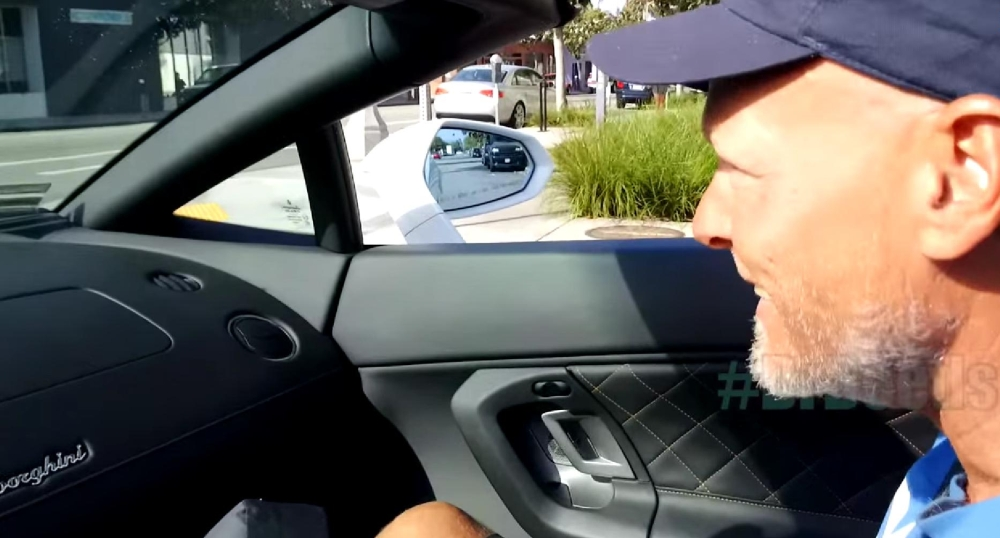 Homeless in Lamborghini Gallardo Spyder