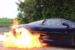 TaxTheRich100 Jaguar XJ220 Burnout