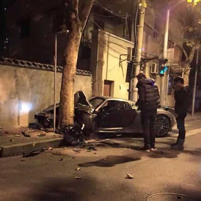 Porsche 918 Spyder crash in China