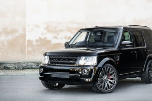 A Kahn Design Land Rover Discovery 3.0 SDV6 SE Tech – RS 300