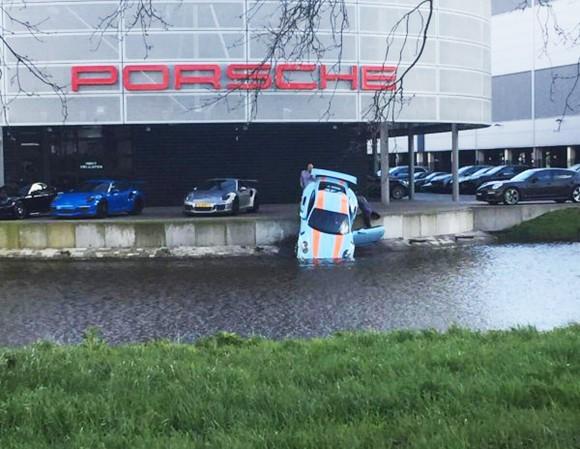 Friday FAIL Porsche 911 GT3 RS Water