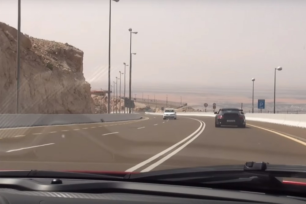 McLaren P1 vs Porsche 911 GT3 RS in Dubai