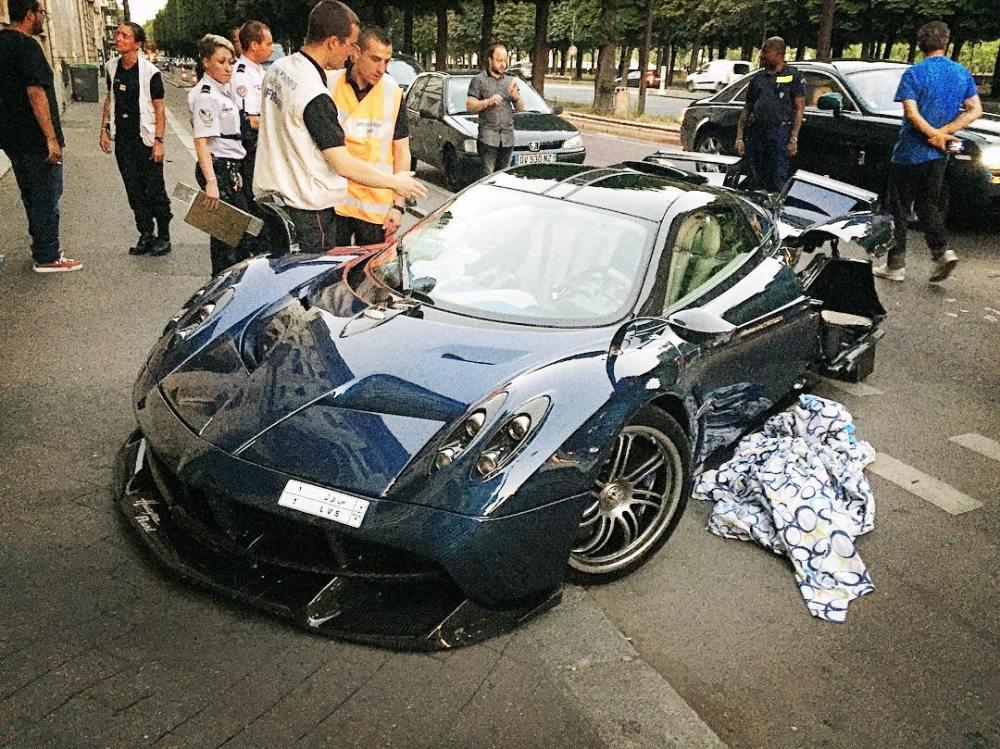 Pagani Huayra Pearl Crash Paris