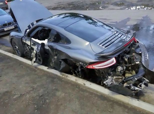 Mechanic Crashes a Porsche 911 Turbo Crash in Russia