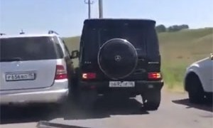Friday FAIL Russian Mercedes-Benz Road Rage