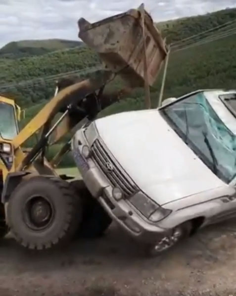 Friday FAIL Toyota Land Cruiser Rolls