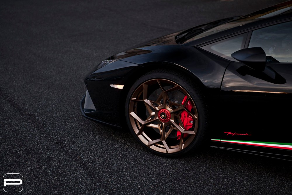 Lamborghini Huracan Performante with PUR RS43 wheels