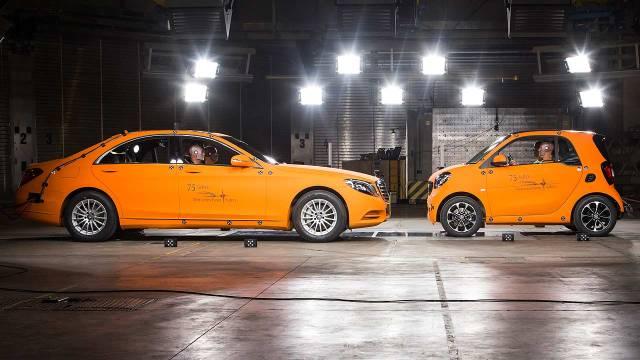 Mercedes-Benz S-Class v Smart Fortwo 001
