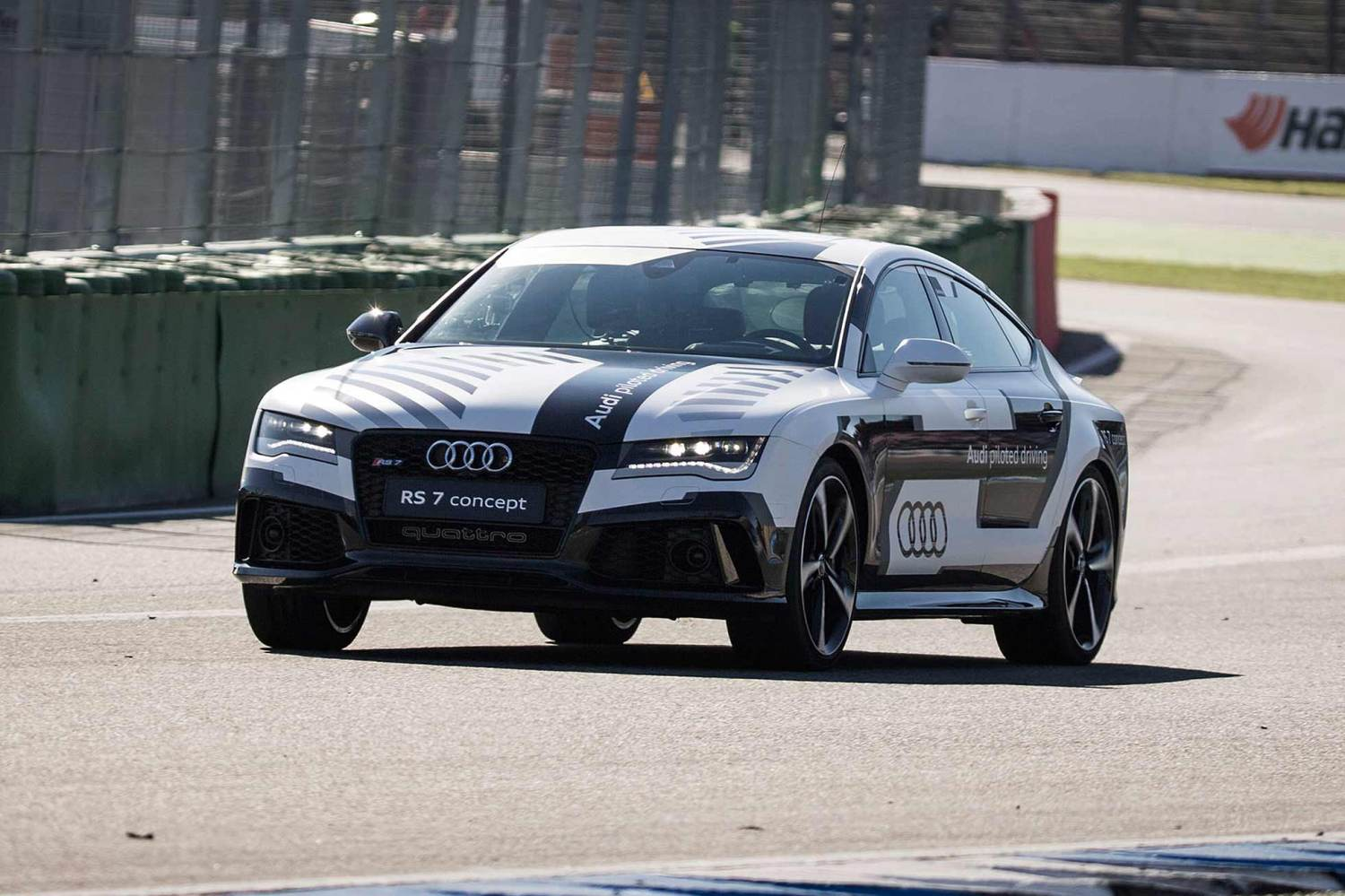 Audi piloted driving RS 7