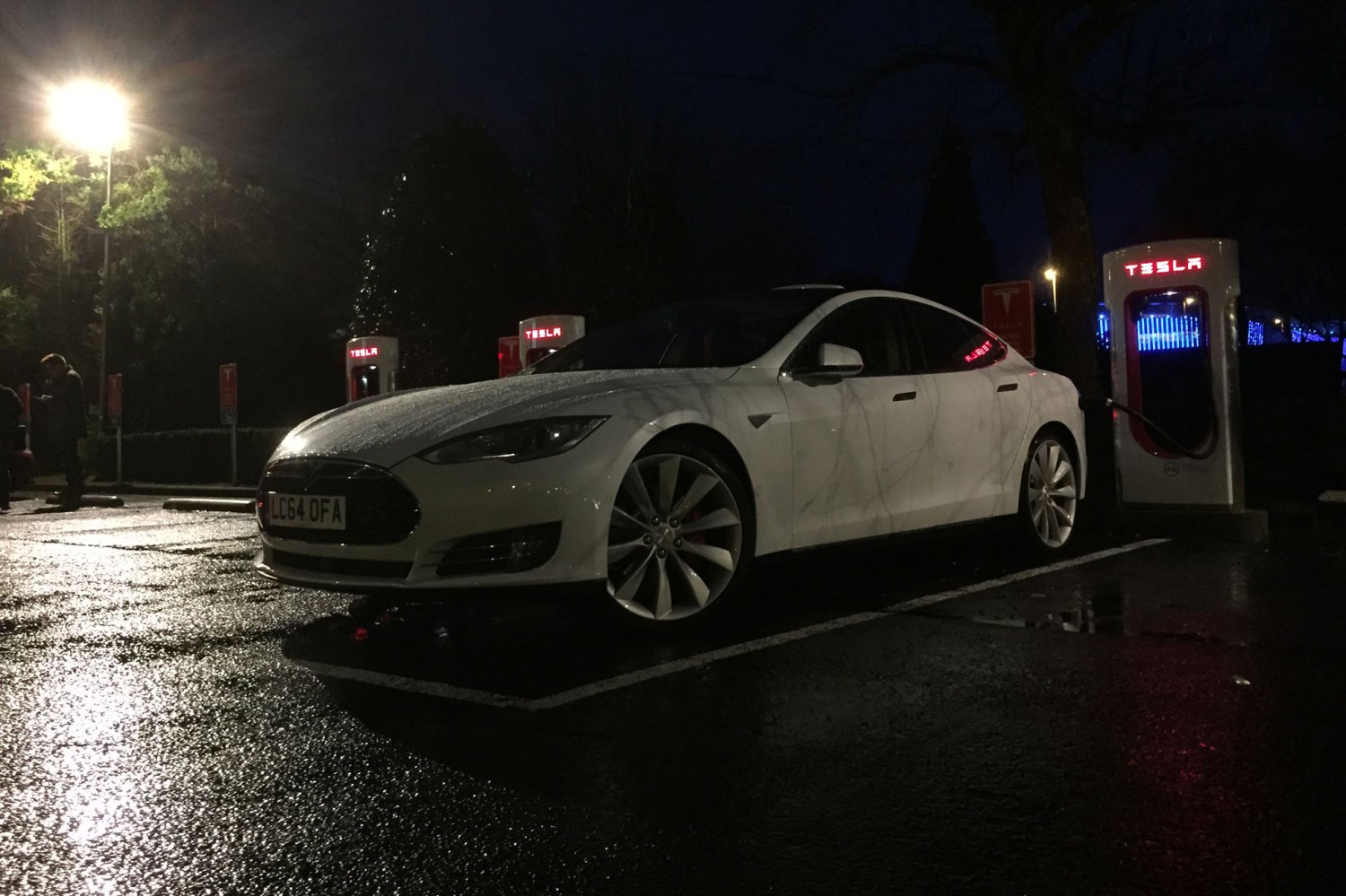 29_Tesla_Model_S_Motoring Research