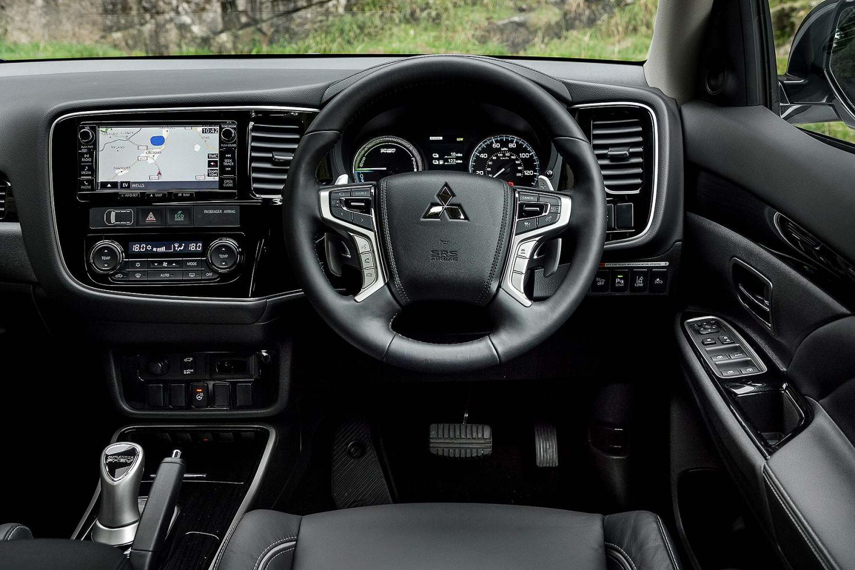Mitsubishi Outlander PHEV 2015