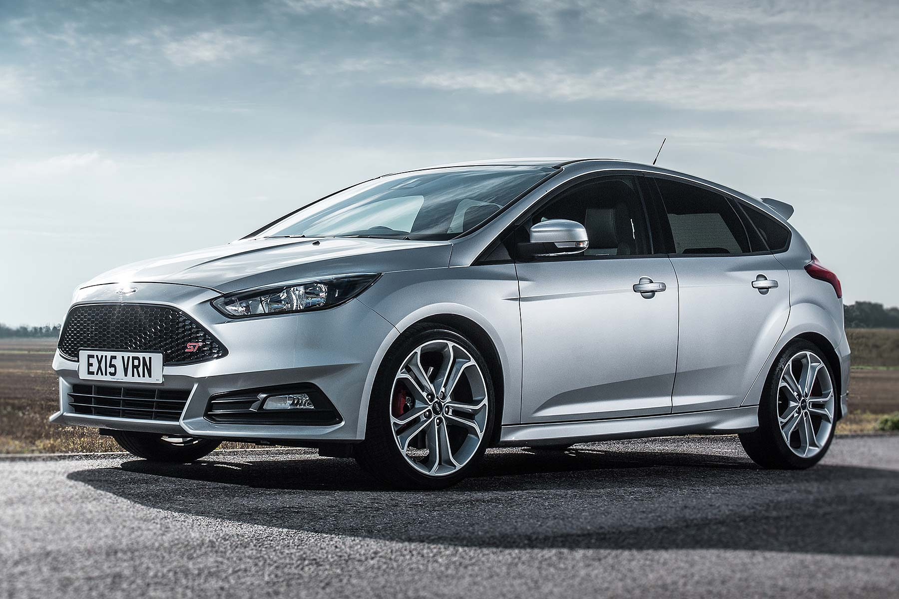 new ford focus st line to harness rs halo effect. Black Bedroom Furniture Sets. Home Design Ideas