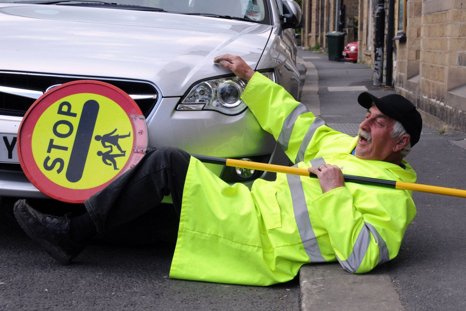 'Save our lollipop men' campaign launched by comedian Robert Webb