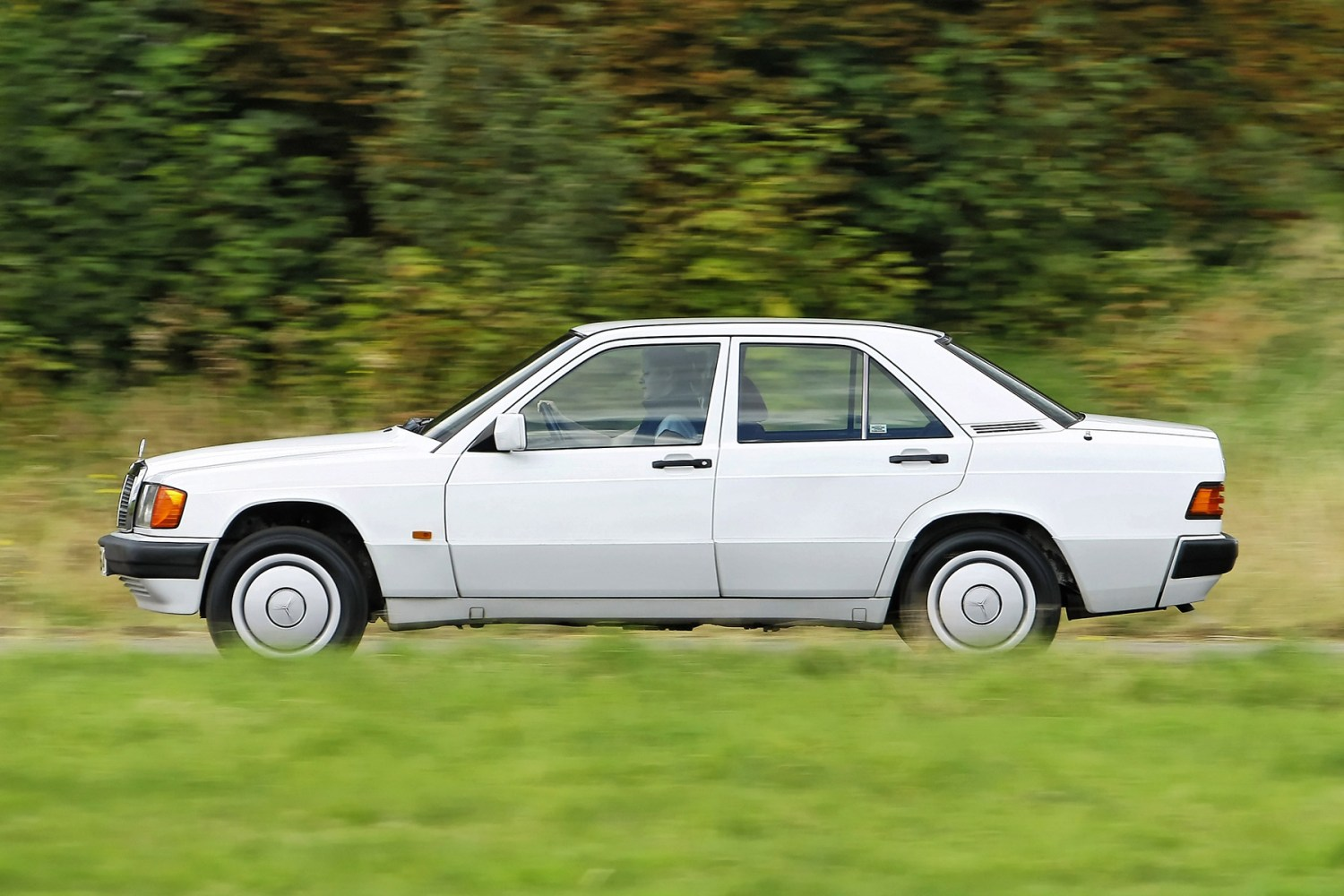 Mercedes-Benz 190E: what's it like to drive?