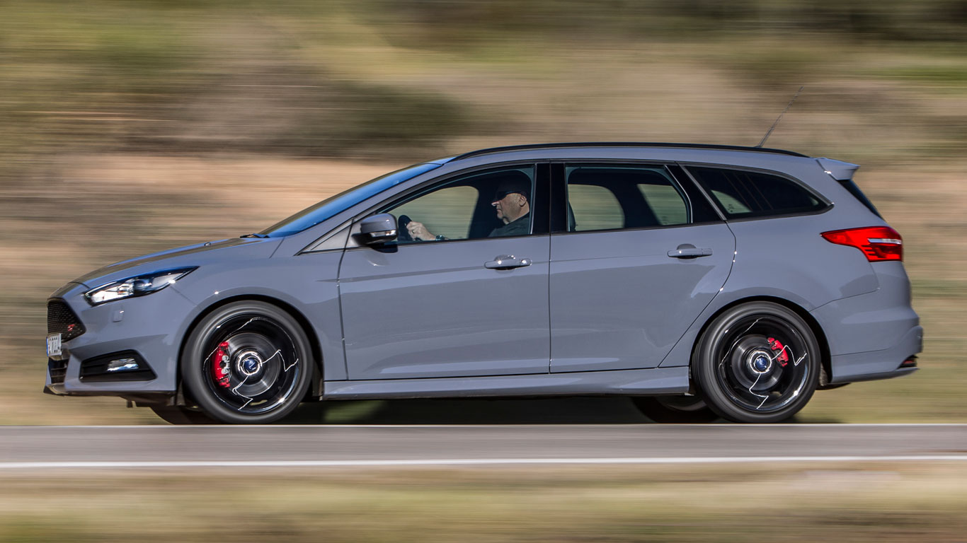 Ford Focus ST diesel estate (2016) review: Two-Minute Road Test