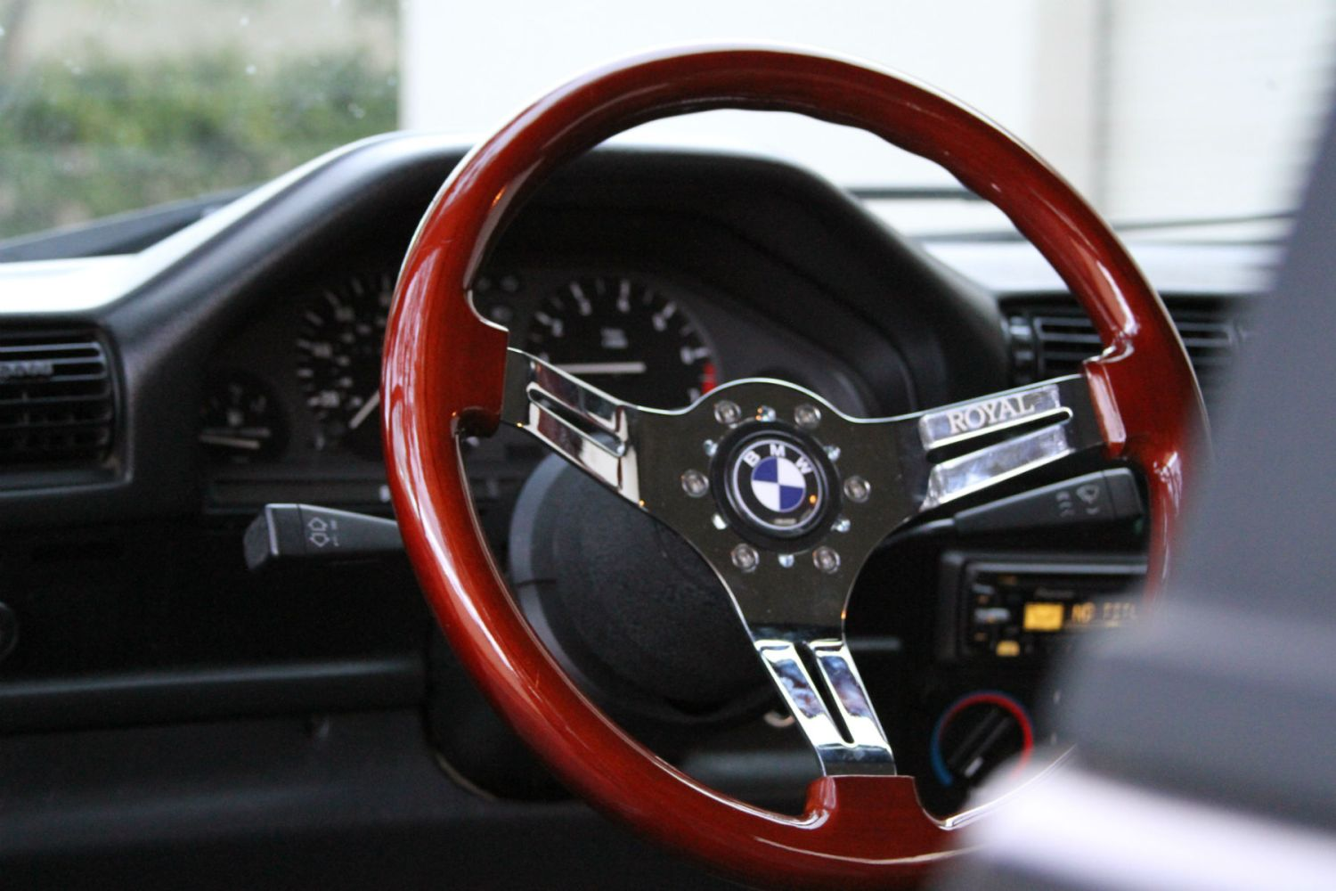 Classic car enthusiast has his STEERING WHEEL stolen