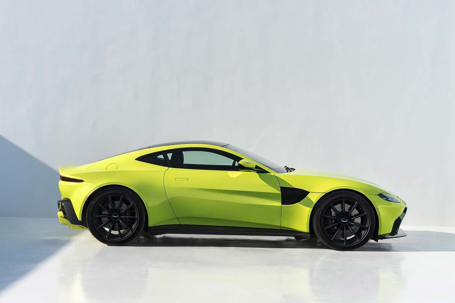 Aston Martin Stock >> Aston Martin Sets Share Price Range For October Stock Market