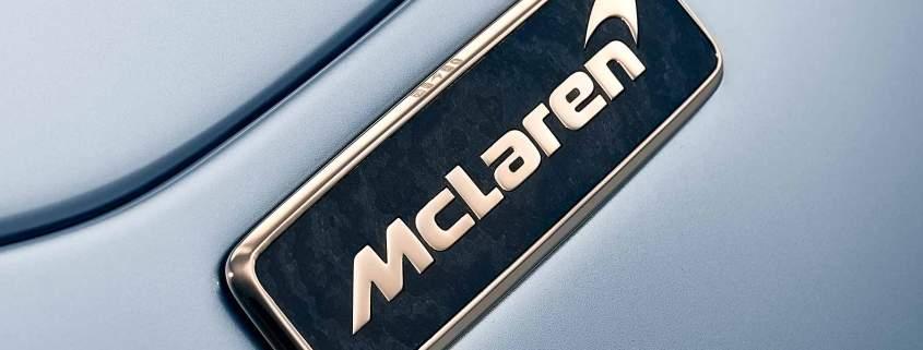McLaren Speedtail white-gold badges