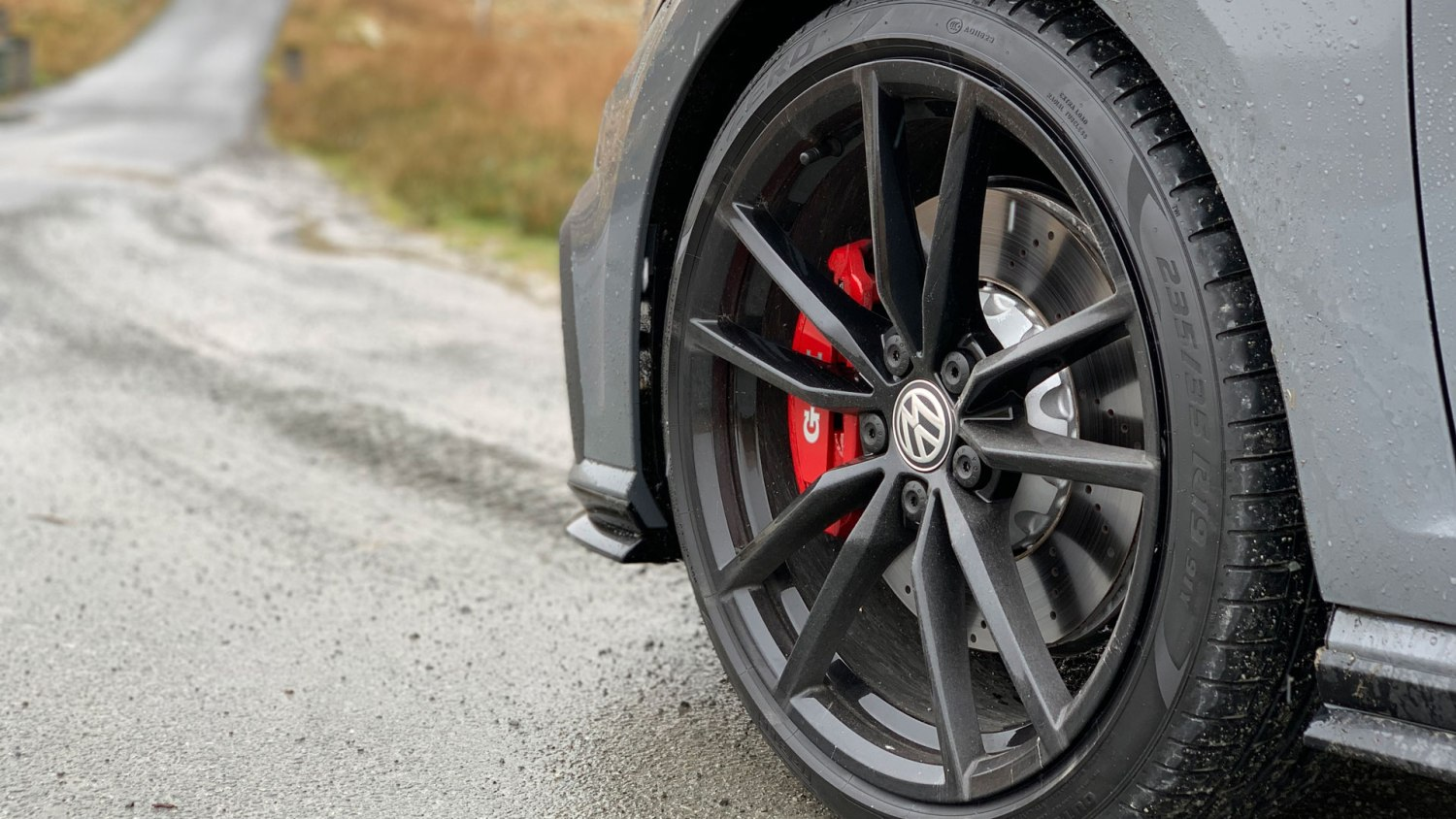 Volkswagen Golf GTI TCR 19-inch wheels