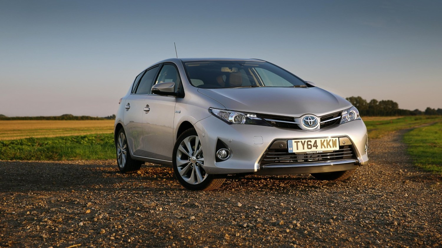 alternative fuel vehicles lead steadily growing pre-owned market