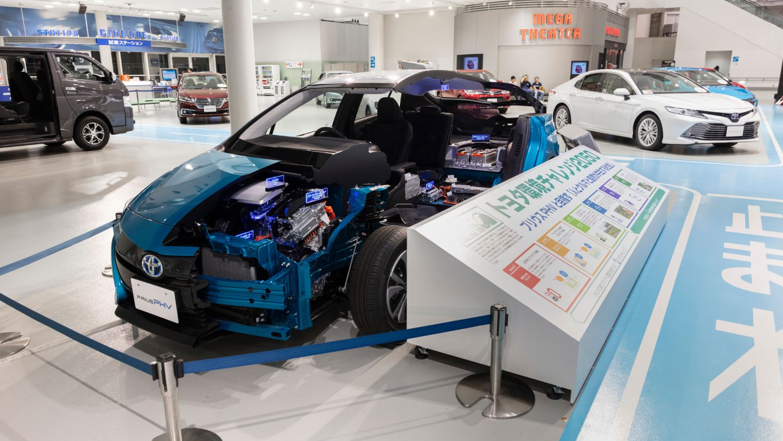 Toyota Prius PHV cutaway