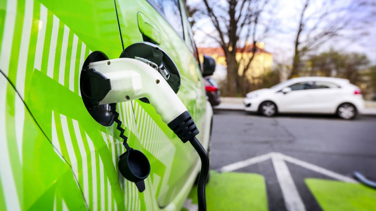 Electric car markets unbalanced in Europe
