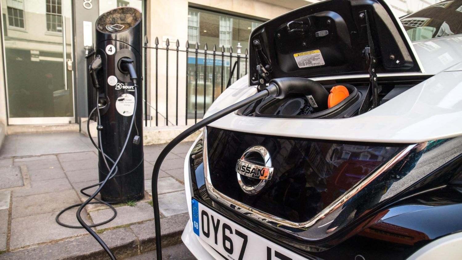 10,000 charging locations in the UK