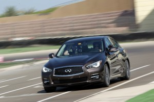 24499_Vettel_drives_Infiniti_Q50_in_Abu_Dhabi