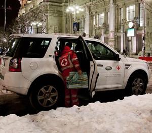 land-rover-e-croce-rossa-insieme-per-il-progetto-le-strade-della-solidarieta-italy-vehicle-snow