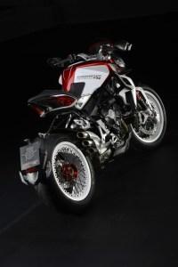 pirelli-diablo-rossoii-scelto-da-mv-agusta-come-primo-equipaggiamento-per-le-nuove-brutale-800-rr-e-brutale-dragster-800-rr-brutale-dragster-800-rr-9