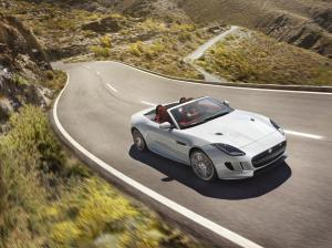 Jag_FTYPE_16MY_AWD_R_Glacier_White_Image_191114_01