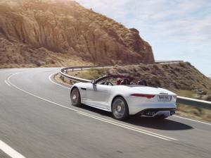 Jag_FTYPE_16MY_AWD_R_Glacier_White_Image_191114_02