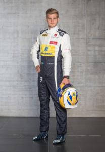 20150130_Marcus_Ericsson_Front_w_Helmet
