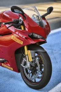 pirelli-diablo-supercorsa-sp-primo-equipaggiamento-delle-nuove-ducati-1299-panigale-1299-panigale-s-e-panigale-r-_g104499