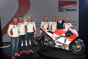 10-Ducati_MotoGP_Team_2015_Presentation_04