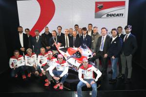 6-Ducati_MotoGP_Team_2015_Presentation_13