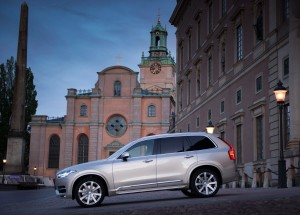 163773_Volvo_XC90_at_the_Swedish_Royal_Wedding