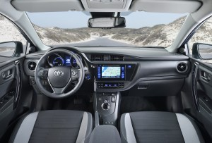 toyota-new-auris-more-style-and-new-engines-auris_int_01_dpl_2015