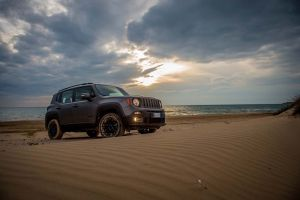 160112_Jeep_Renegade-Night-Eagle_01