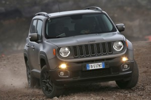 160112_Jeep_Renegade-Night-Eagle_03