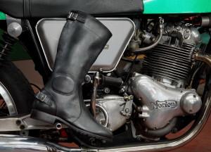 Runnerbull_boots_Biker_Vintage_Tourism_live