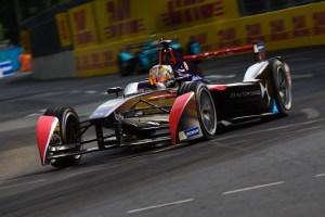 bk0028Spacesuit-Media-Dan Bathie-Formula-E-Berlin-2016-season-2-4552 (1)